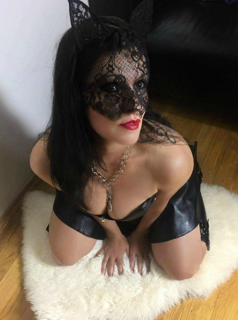 seznamka ona hleda jeho erotická masáž